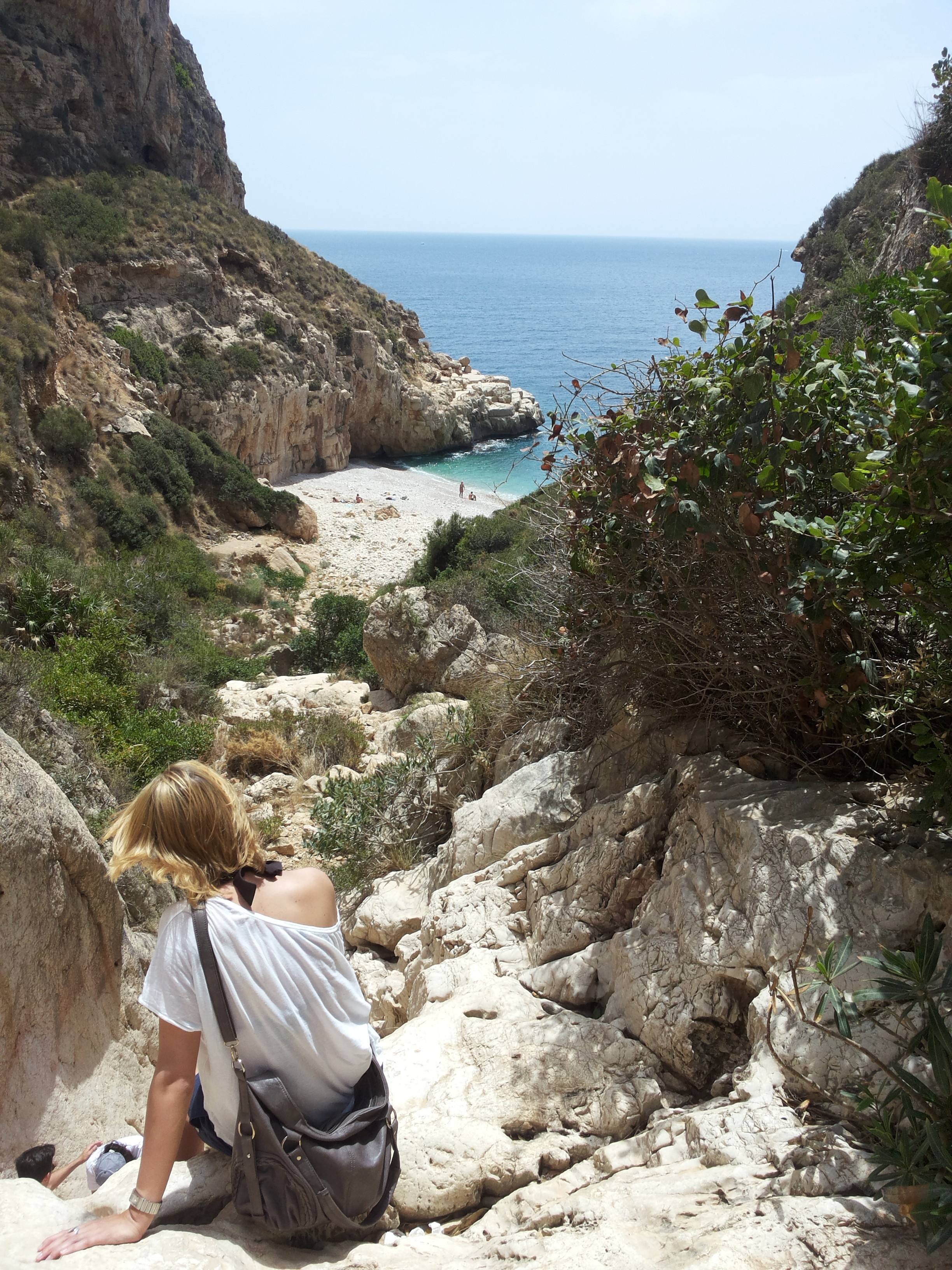 Hiking to an idyllic beach on the Costa Blanca