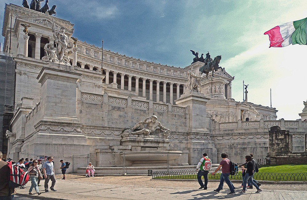 What to see & do in Rome in 24 hours - piazza venezia, Rome, Italy