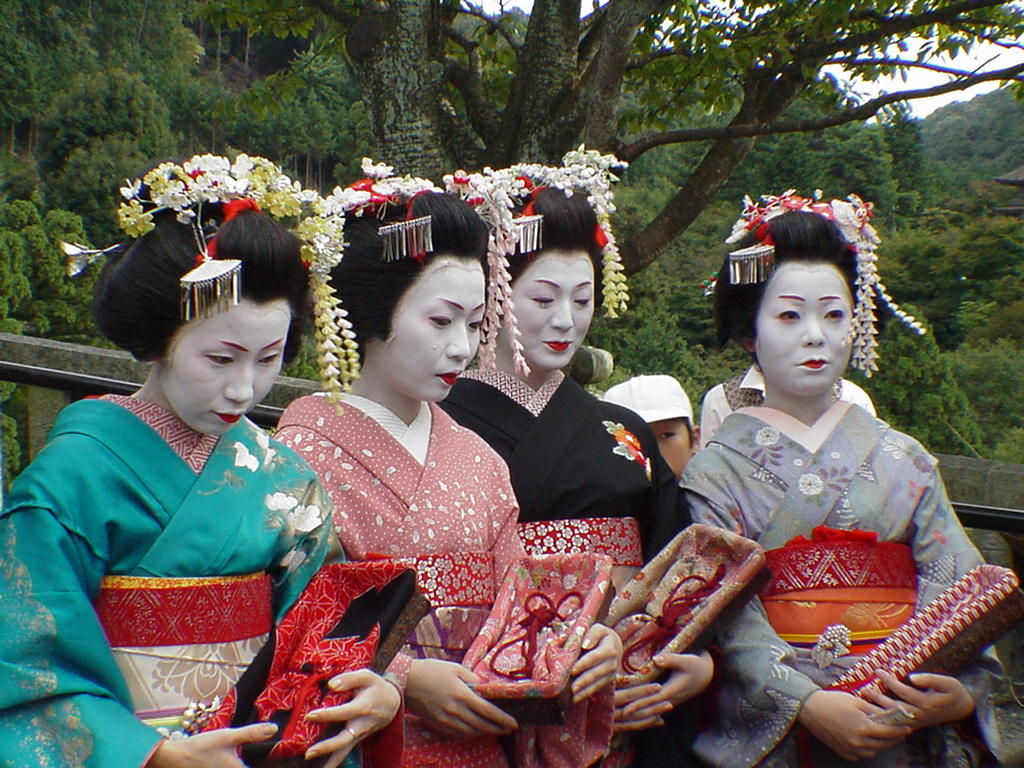 Geisha in Japan - fun facts about Japan