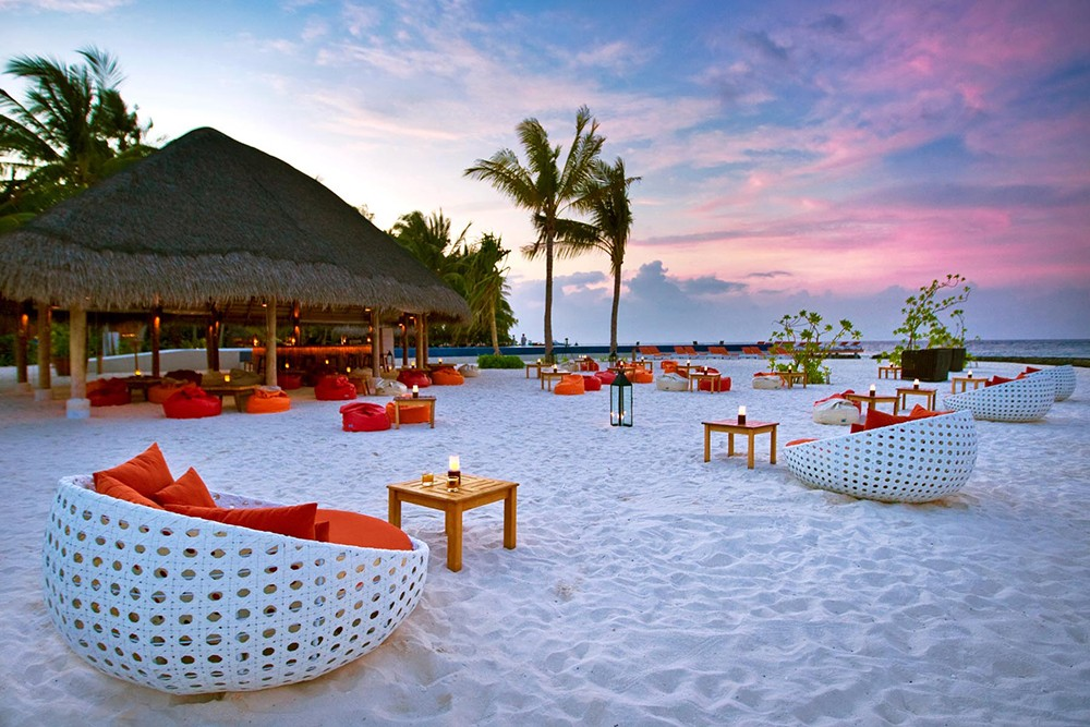 why stay in a resort in the Maldives