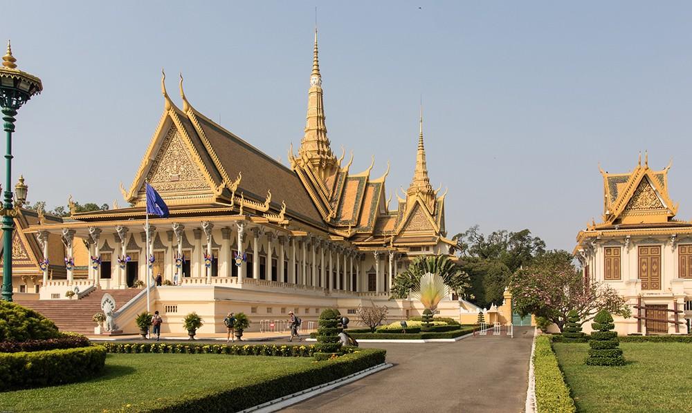 expat life in Phnom Penh, Cambodia