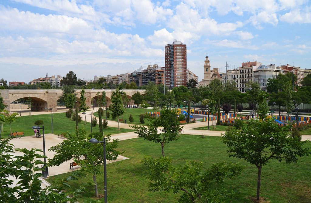 Moving to Valencia from the UK to retire