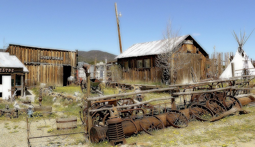 Elizabethtown, one of many ghost towns in New Mexico