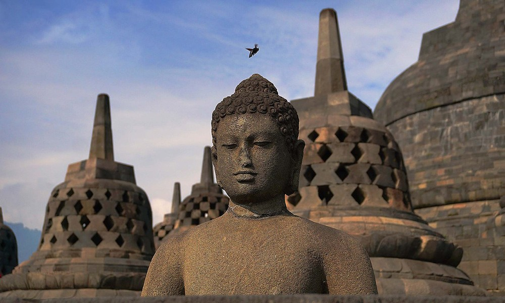 top 10 things to do in Indonesia: Borobudur Buddhist temple