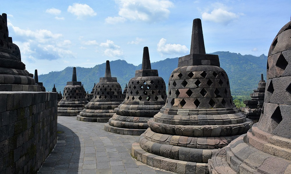 What to do in Indonesia: go to Borobudur temple, Java