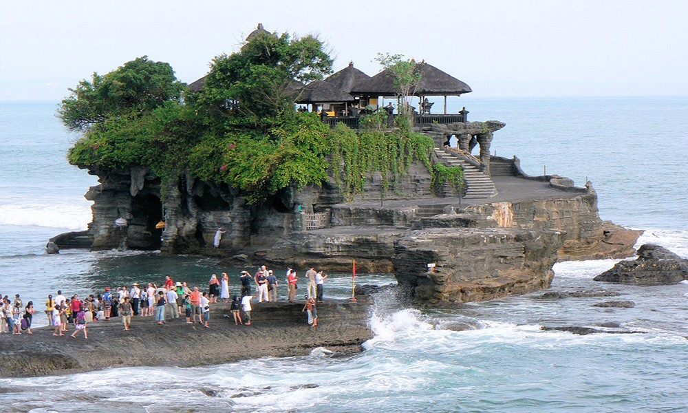 top things to do in Indonesia: Tanah Lot temple
