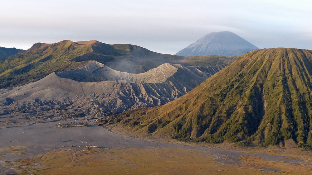travel tips for Indonesia: Hike active volcano Mount Bromo