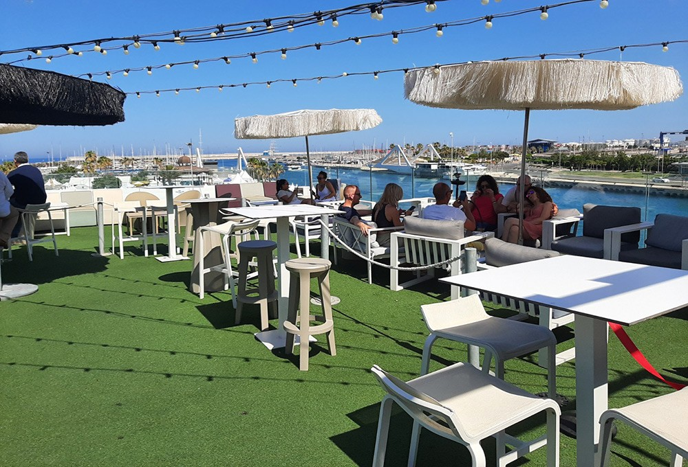 rooftopbar in Valencia with a sea view