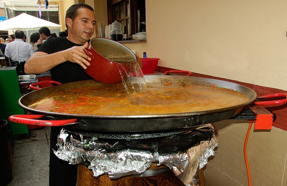 A traditional Valencian paella