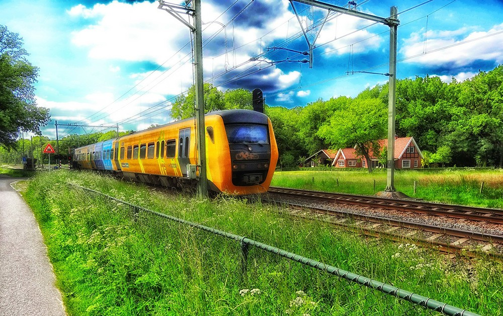 getting from Amsterdam to The Hague and from Amsterdam airport to The Hague by train
