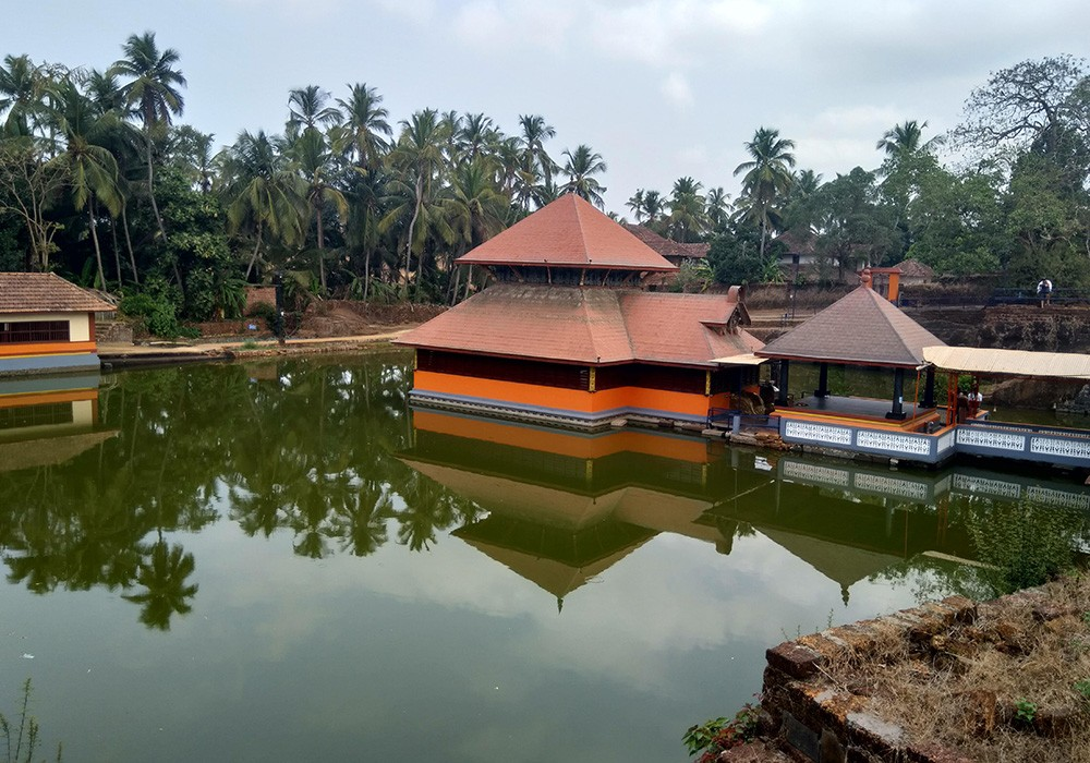 What to do in Kerala: visit a temple