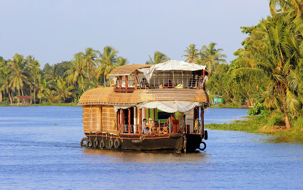 Where to stay in Kerala - on a Kerala houseboat