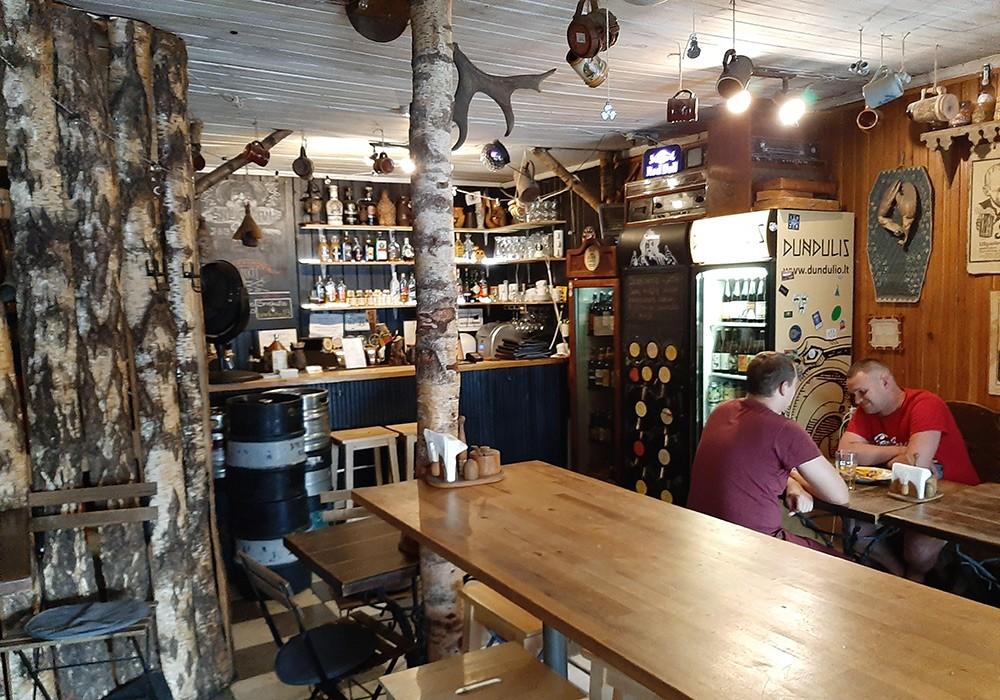 bar with food in Vilnius: Snekutis