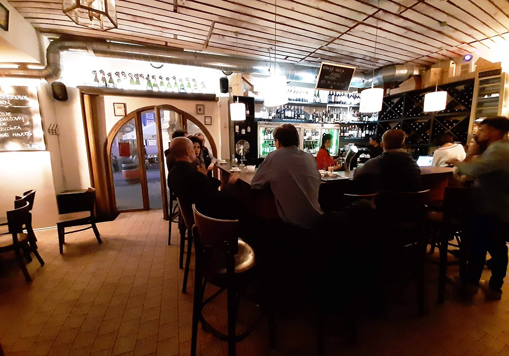 wine bar with food in Vilnius: In Vino