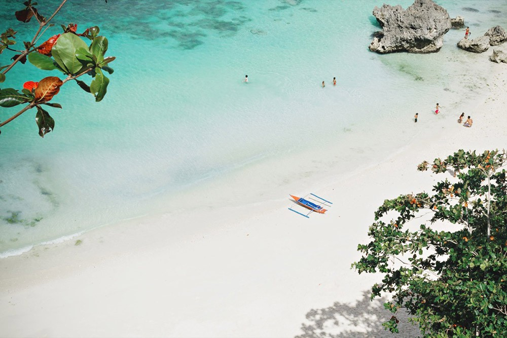 one of Boracay's beaches - facts about the Philippines